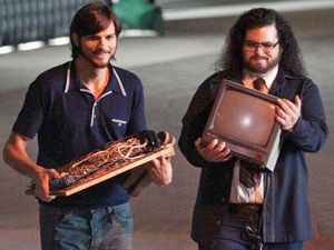 movies_ashton_kutcher_josh_gad_wozniak_steve_jobs_1