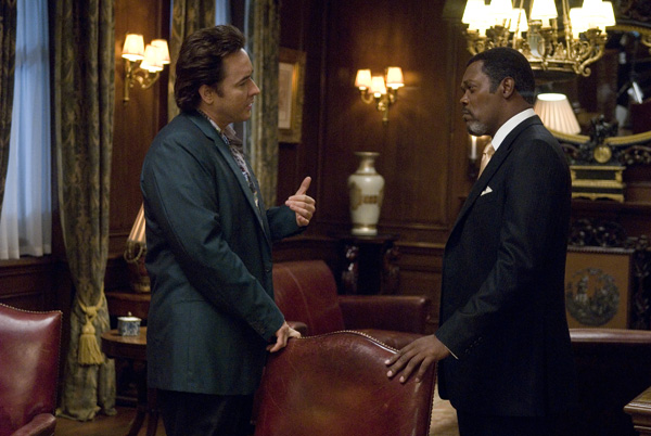 John Cusack (Mike Enslin) and Samuel L. Jackson (Mr. Olin) star in Mikael Håfström's 1408