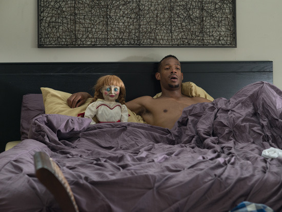 content_Marlon-Wayans-with-the-Creepy-Doll-in-a-haunted-house-2