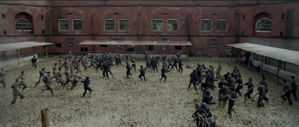 the-raid-2-berandal-movie-screenshot-prison-yard