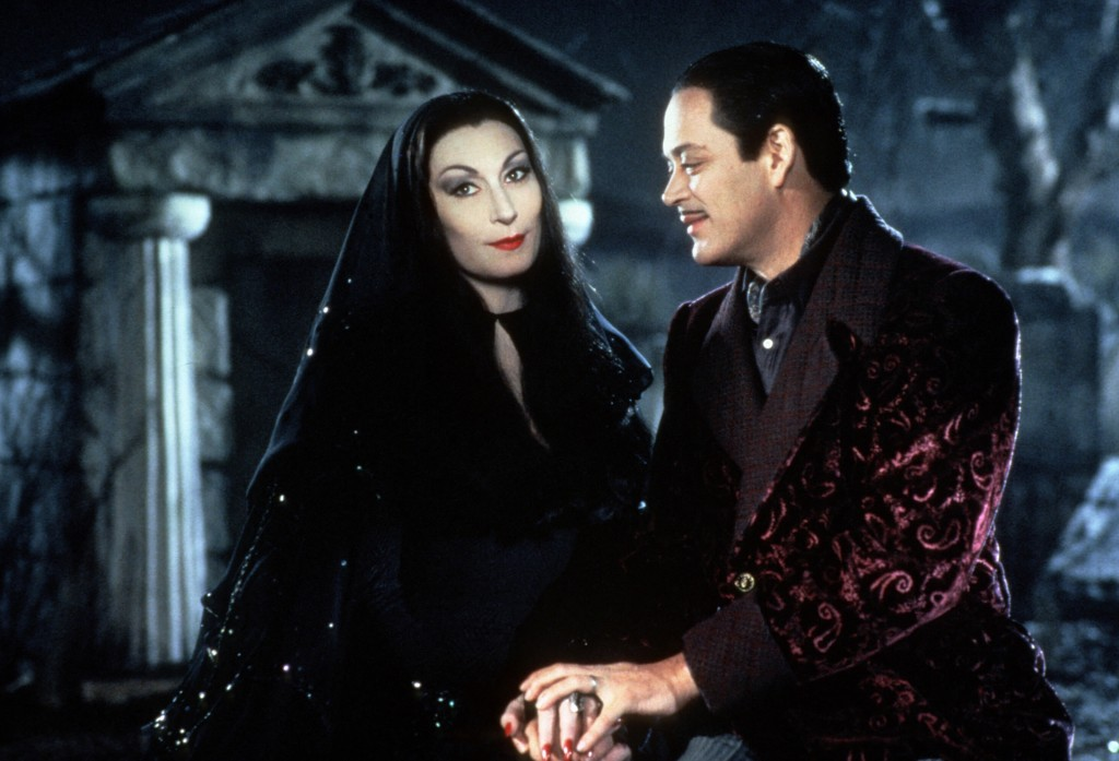 ANJELICA HUSTON, RAUL JULIA