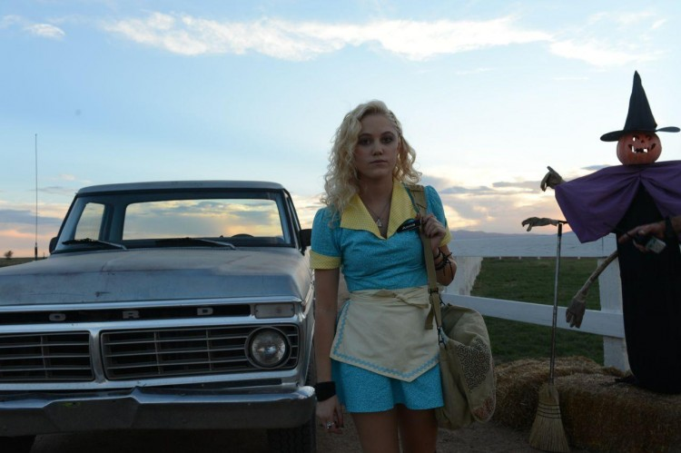 Maika-Monroe-in-The-Guest-2014-Movie-Image-2-750x499