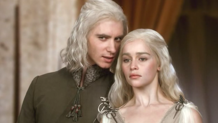 Harry Lloyd and Emilia Clarke as Viserys and Daenerys Targaryen on Game of Thrones S01E01