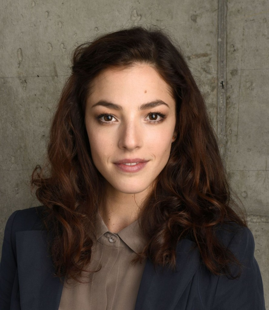 olivia-thirlby-at-5-to-7-portraits-at-the-tribeca-film-fest-in-ny_1