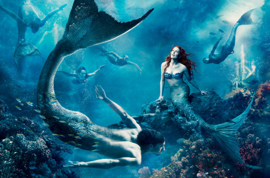 Julianne-Moore-as-Little-Mermaid-Annie-Leibovitz