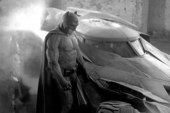 new-batman-suit-2014-HR-lightened-550x365