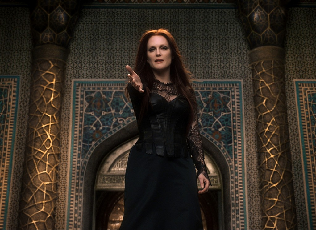 seventh-son-julianne-moore1
