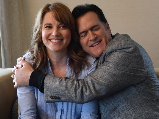 635722851861083096-Lucy-Lawless-Bruce-Campbell-Ash-vs-Evil-Dead