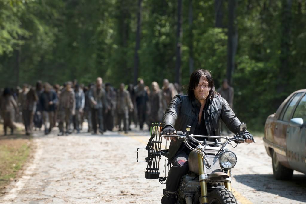 Daryl-Leads-the-Horde-in-The-Walking-Dead-Season-6-Premiere