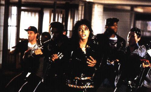 Bad-MJ-Behind-The-Scenes-michael-jackson-7564840-497-302