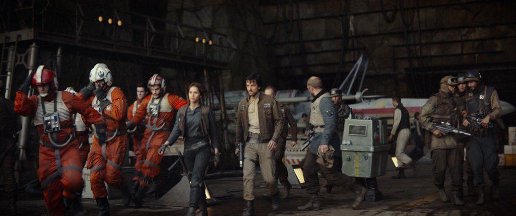 star-wars-trailer-07apr16-11