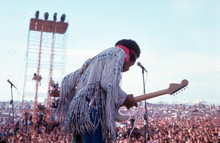Jimi-Hendrix-Woodstock-1969-2